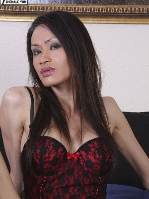 Small Bodied Oriental American Shemale Shows Off Her Fantastic Body