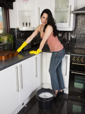 Brunette hair housewife Honesty receives herself all wet in the her kitchen