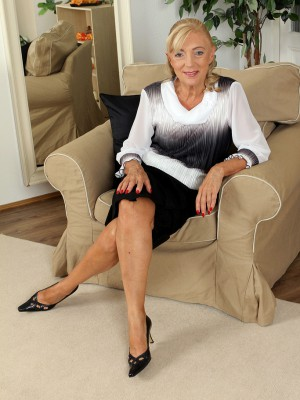 At 65 years old Kamilla likes to spread her gams for the cameraman