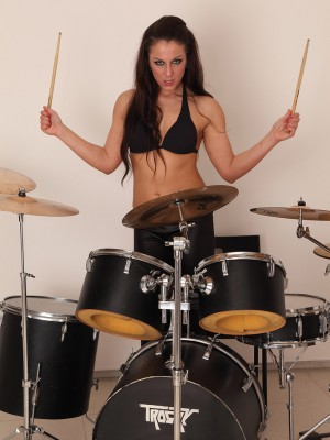 Beefy out with drums Valentina Ross gets exposed for the camera