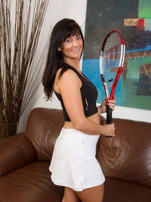 45 year old Lelani Tizzie poseing in nature's garb whith her tennis racket