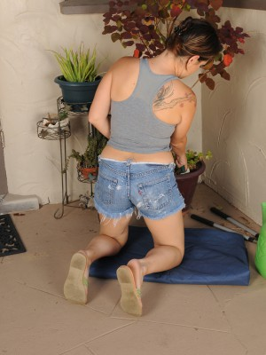 Older brunette hair Ashley S pulls off her jeans cut-offs to pose bare
