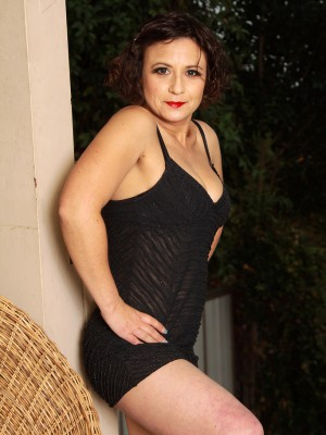 Cute 36 year aged Anna P receives bare plus shows her hairy slit outside