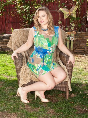 Breasty Victoria Tyler from AllOver30 widens her gams found on the garden chair