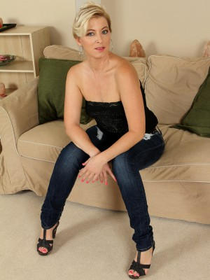 39 year aged Michelle H slip off her jeans denim plus undies for you