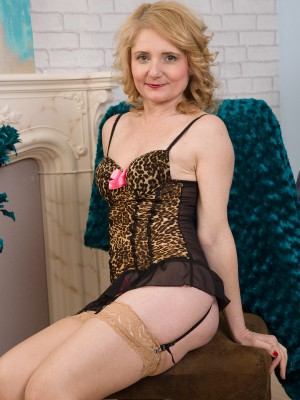 Cute 45 year aged Isabella B from AllOver30 lookin hot inwards her underware