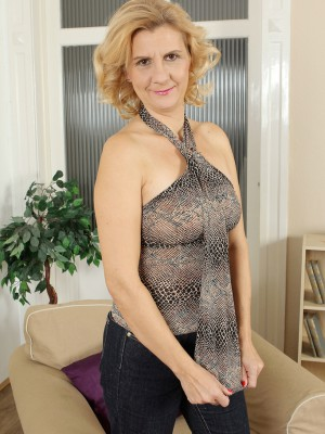43 year older Katriss from AllOver30 pulls her pussy broad found on the ottoman