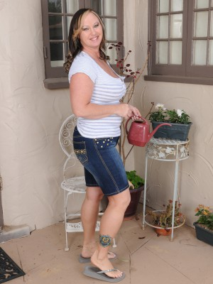Breasty 42 year aged Mary Jane receives downright naked out inside the backyard