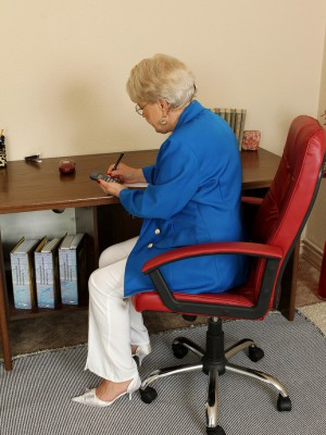 58 year older secretary Mimi cracks from steno to spread her gams
