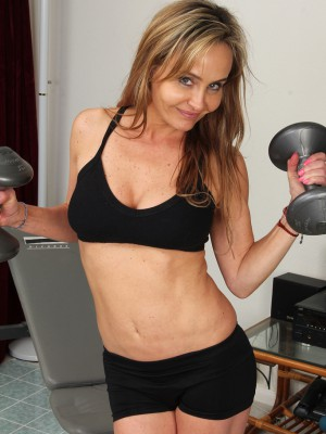 Tight bodied and 44 year old Kelsey Majors develops after working out