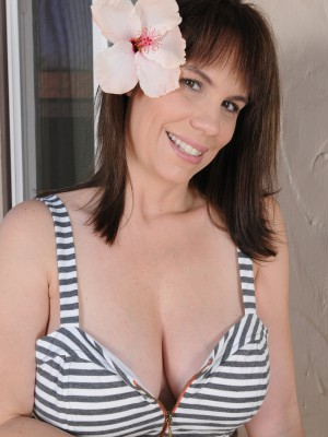 Lustful 41 year-old Kelly Capone allows her big funbags hang freely