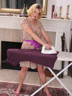 Blond 44 year old housewife Courtney Smith takes a break to pose
