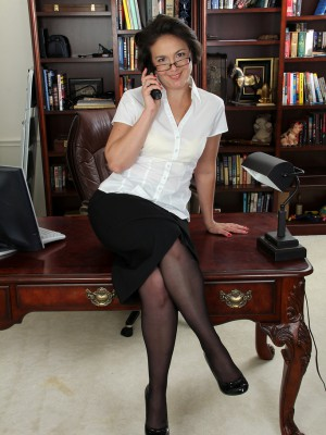 Insatiable and deviant Calita Johnson begins her soles wide in the desk