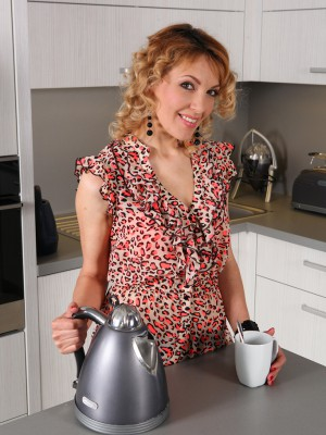 34 yr old Gina Monelli exhibits her cum-hole during the time that having a coffee