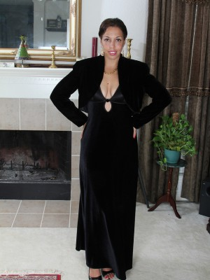 Decadent and chic 37 yr old Josephine Noelle distributing wide here