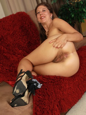 elegant 32 yr old valentine widens the girl hairy ass for