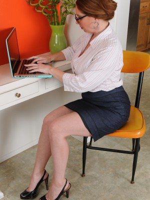 Huge-boobed associate Kiki Daire hands the lady 39 yr old pussy at female desk