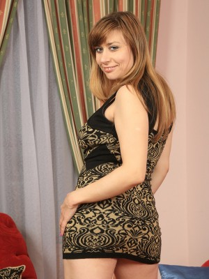 34 year old Milena sticks the lady hair older package with a large synthetic model in right here