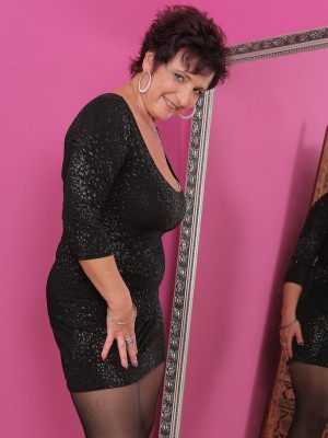 Elegant 52 year old Jessica crazy allow the lady big mama bazookas out to play