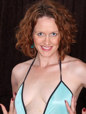 35 yr old redheaded Roxanne Clemments liking the woman purple toy
