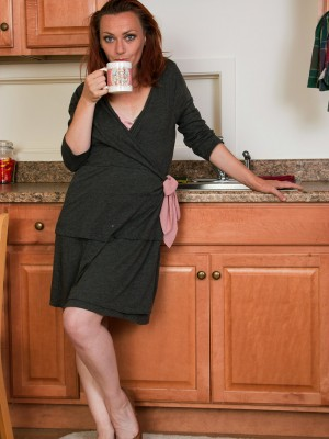 Diminutive 33 yr old Amber K from AllOver30 receives herself hot inside kitchen