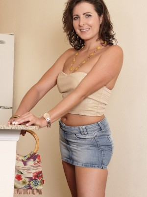 Magnificent darkish Mummy Helena Rice getting nude inside washing room
