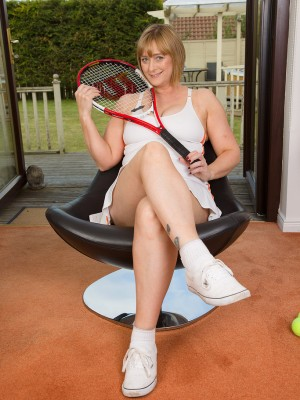 Mummy comes home from tennis and does an attractive strip taunt