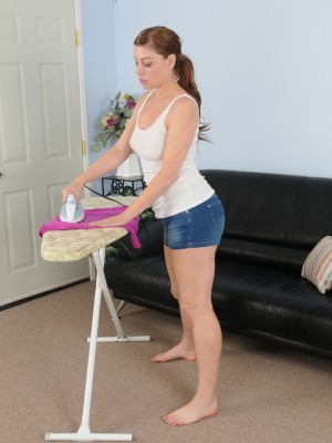 Wild housewife Sovereign Skye does some ironing and shows the girl remarkable human body