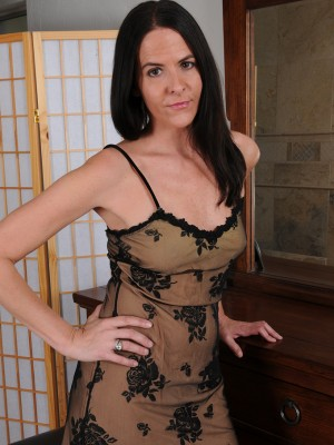 Elegant Mummy Maggie K eases in her boudoir inwards the woman sheet fall, blinking and playing