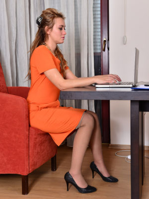 Stunning hawt Russian assistant Nancy Acty takes off her orange dress