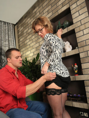 Beautiful Lisa wears tights as she acquires pulverized