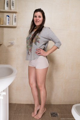 Amber peels off bare about her bathroom to relax