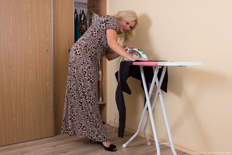 Curly golden-haired Lariona likes a kinky break