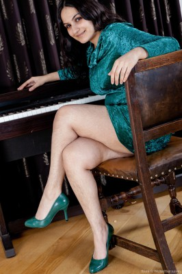 Erotic piano classes with hairy girl Riani