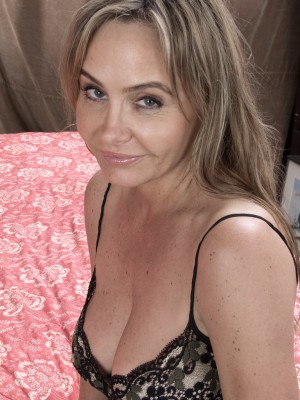 Bedroom unclothing plus fun with Sarah Michaels