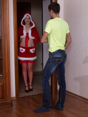 Vesta plays a hot Santa plus pounds her man