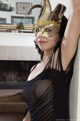 With the woman mask Maria Maldes acquires all in nature's garb nicely