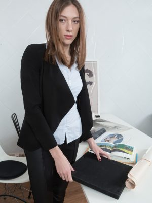 Lillian Vi pieces and masturbates at woman desk