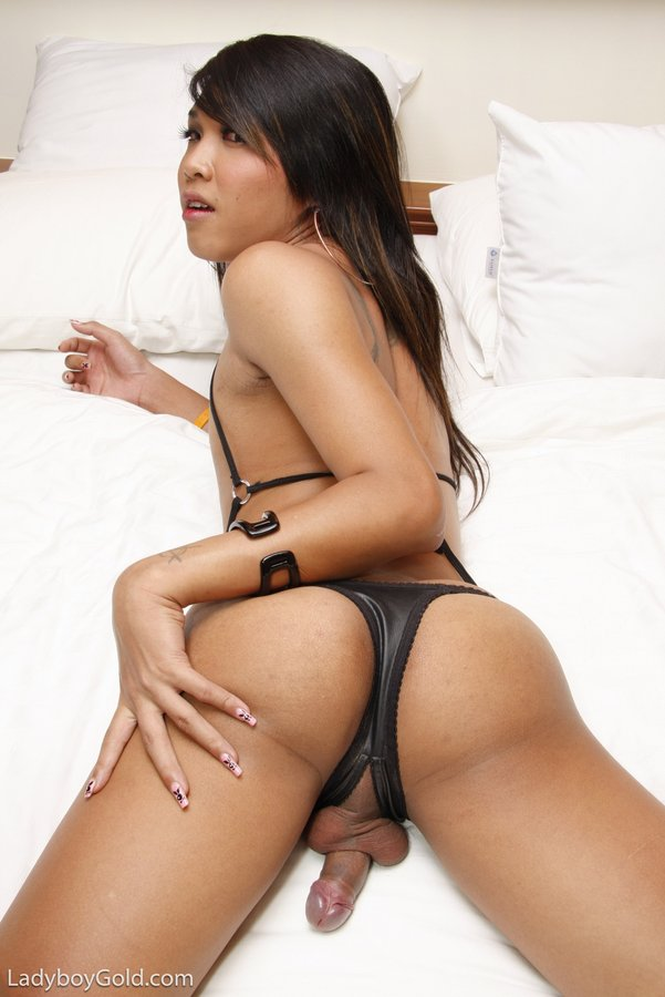 Hot slut takes it in the ass and gags on bbc deepthroat 4