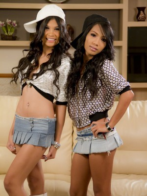 two-stunningly-hot-asian-ladyboys-fucking-each-other-1