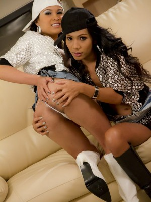 two-stunningly-hot-asian-ladyboys-fucking-each-other-3