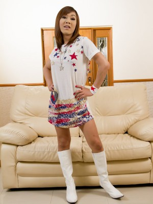 yummy-asian-ladyboy-in-hot-white-boots-toys-her-ass-1