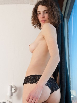 Amateur video of a porcelain english and an italian boy - 3 1