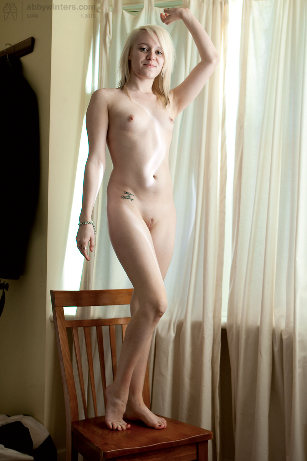 naked blonde in exercise