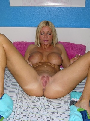 inexperienced golden haired milf christina modeling