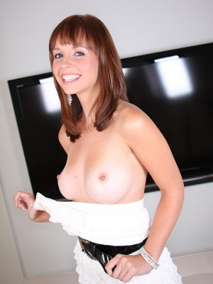 gorgeous-robin-bares-all-blows-shaft-5