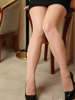 simply speaking dress is very cheerful with her soles