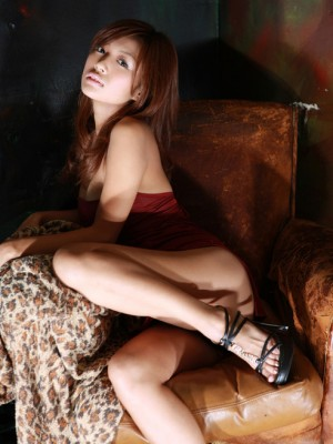 Kana Tsugihara Oriental on high-heel footwear reveals hot butt-in black colored strap