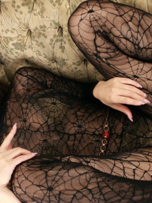 Rika Kawamura Oriental reveals cunt in spider lace crotchless outfit