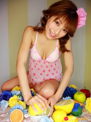 Yumi Sugimoto Oriental spectacular chick really likes lemons and experimenting